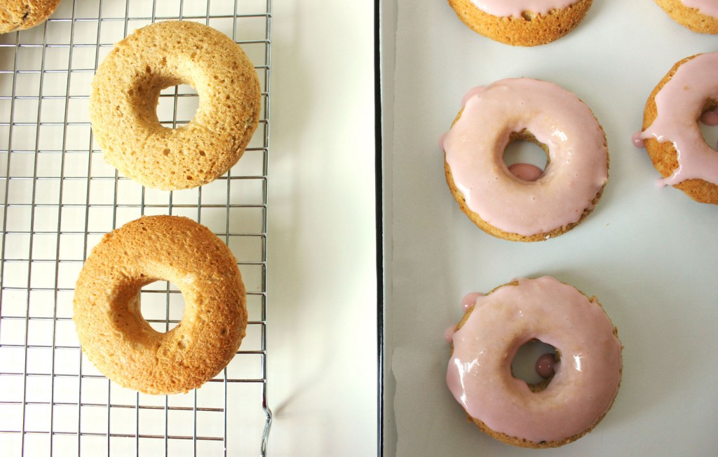 rhubarb-vanilla-bean-donuts-4