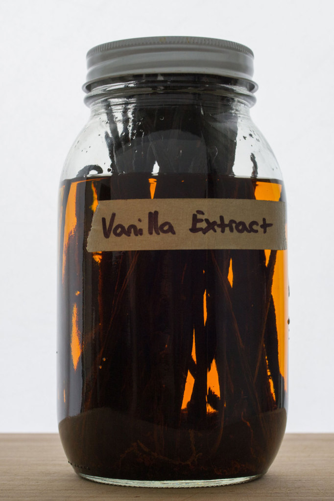 Homemade Vanilla Extract // Autumn Makes and Does